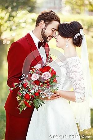 Braut Und Brutigam Die Heiratspaar Dunkelrotes Farbe