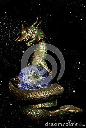 Le dragon a roulé la terre dans l espace