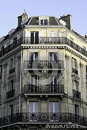 https://i0.wp.com/thumbs.dreamstime.com/x/parisian-apartment-building-5921098.jpg