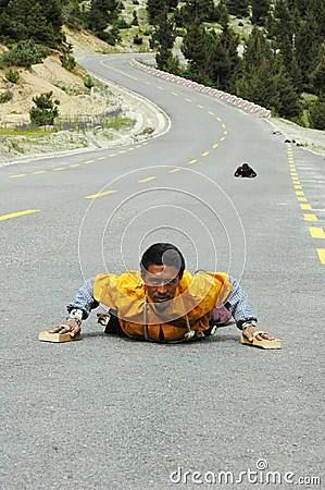 Afbeeldingsresultaat voor tibetaanse pelgrims naar india