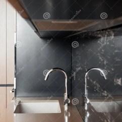 Deep Kitchen Sink Drawer Inserts For Spices 一个长方形设计师厨房水槽的细节与镀铬物水龙头的对铺磁砖的墙壁库存图片 一个长方形设计师厨房水槽的细节与镀铬物水龙头的对铺磁