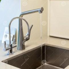Deep Kitchen Sink Cabinets Atlanta 一个长方形设计师厨房水槽的细节与镀铬物水龙头的库存图片 图片包括有 一个长方形设计师厨房水槽的细节与镀铬物水龙头的