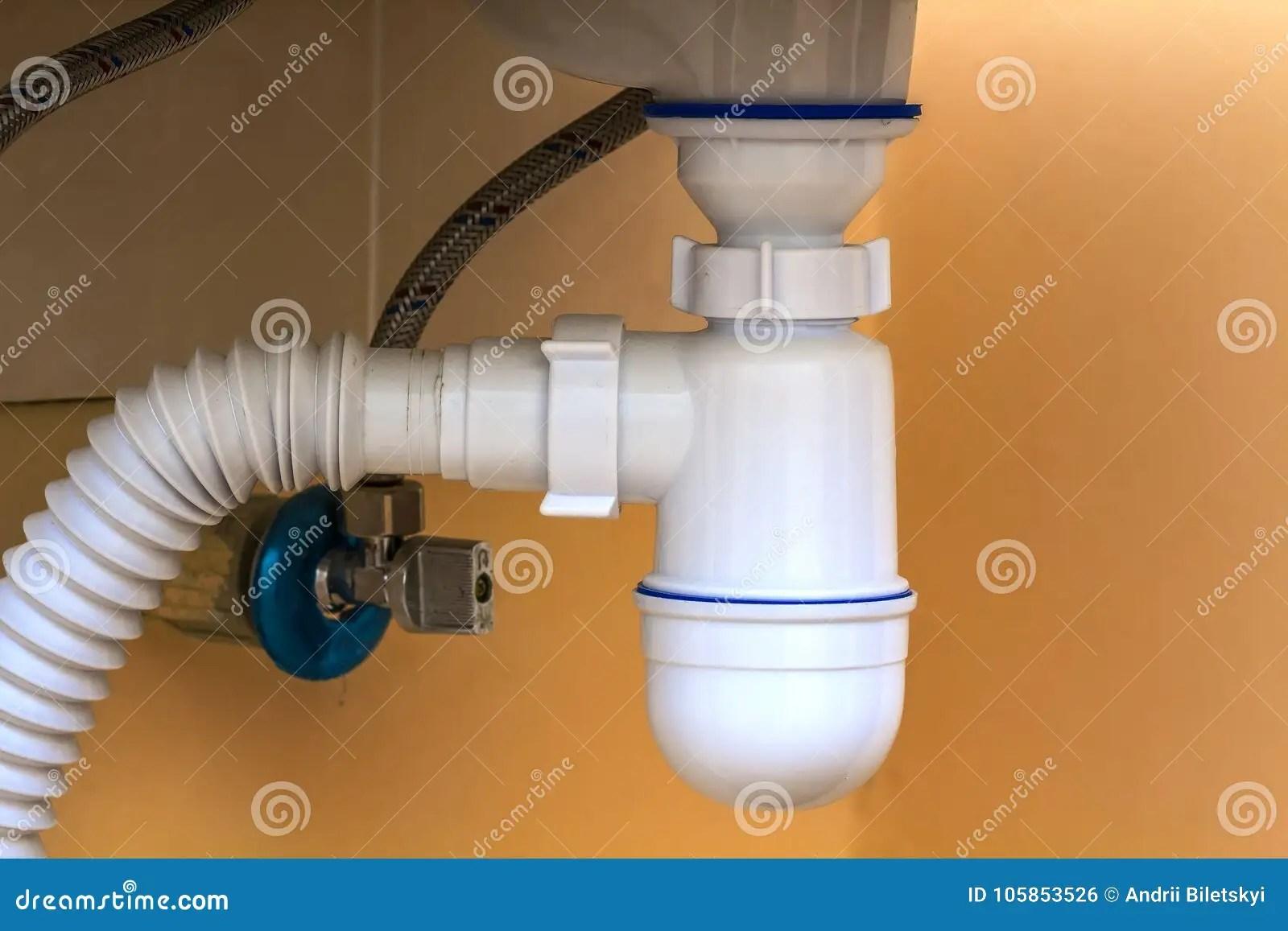 kitchen drain butcher block 下水道在厨房水槽下的排水管管子附件和fa 库存照片 图片包括有水槽 被