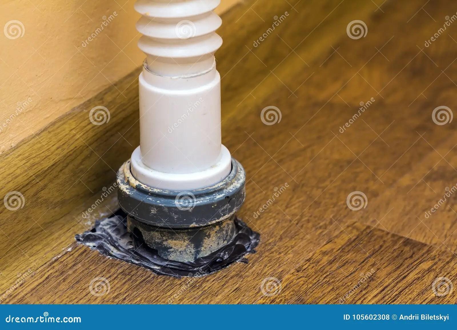 kitchen sink drain pipe bridge faucet 下水道在厨房水槽下的排水管库存照片 图片包括有管道工 运行 不锈 下水道在厨房水槽下的排水管