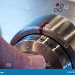 Kitchen Knobs Outdoor Plans Diy 不锈钢在烹饪器材的控制旋钮库存图片 图片包括有厨房 现代 温度 特写 不锈钢在烹饪器材的控制旋钮