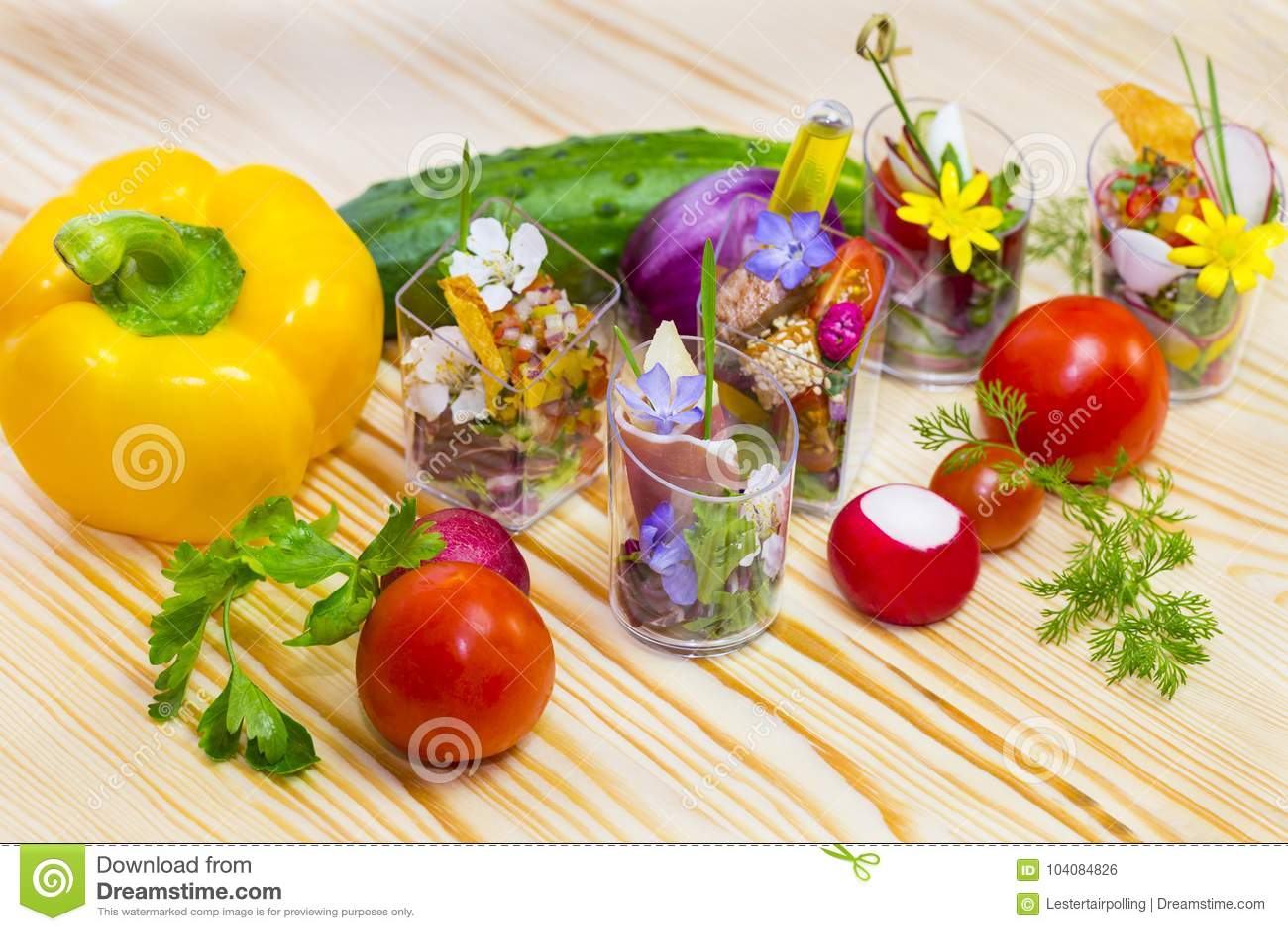 kitchen miniature fun gadgets 与分子厨房的元素的微型canap 库存照片 图片包括有苹果酱 化学 巴西