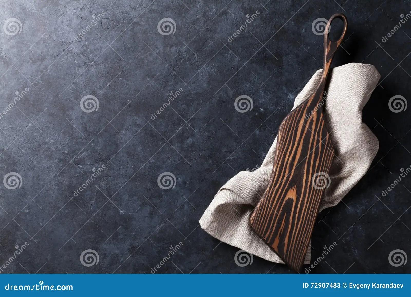 towel for kitchen remodeled small kitchens 与切板的厨房用桌在毛巾库存图片 图片包括有菜单 大理石 顶层 烹饪 与切板的厨房用桌在毛巾