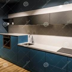 Updated Kitchens Cute Kitchen Aprons 与时髦的细节的被更新的厨房内部库存照片 图片包括有更新 厨房 要素 与时髦的细节的被更新的厨房内部