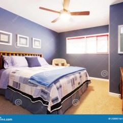 Navy Blue Kitchen Rugs Grey Countertops 与海军卧具的蓝色卧室interioe 库存照片 图片包括有bedaub 布琼布拉