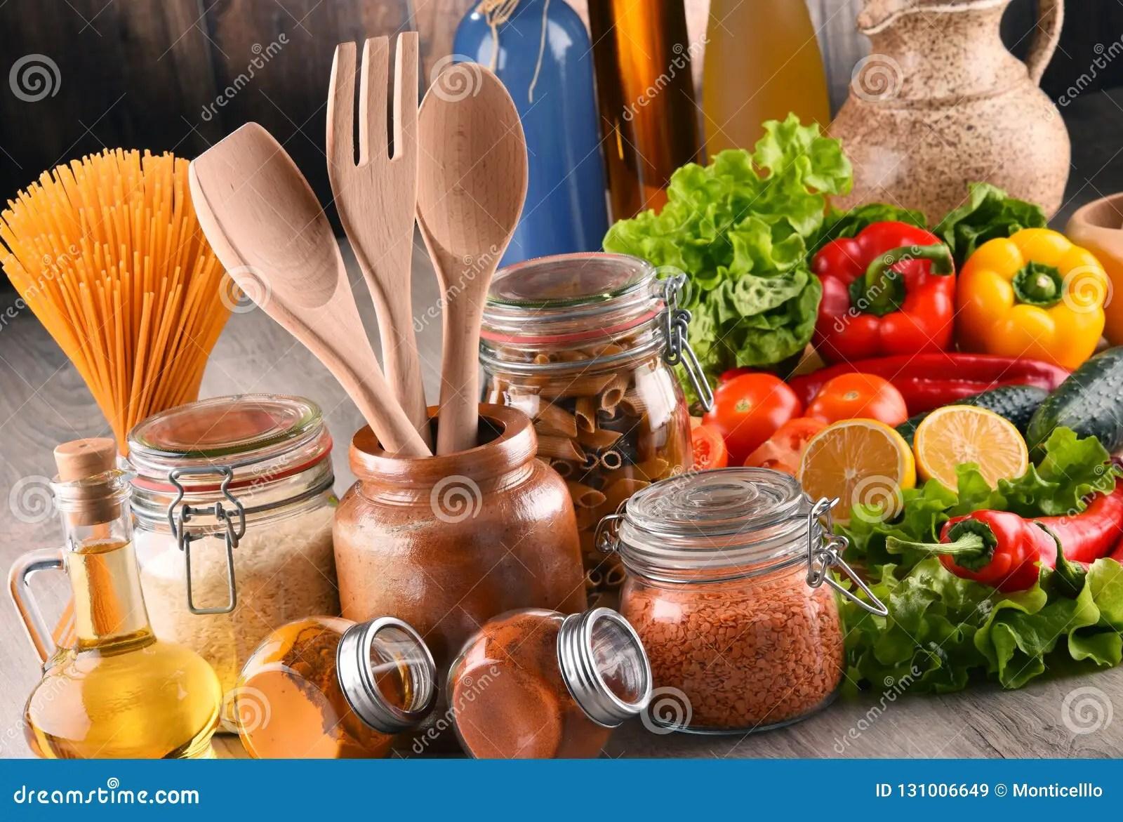 kitchen pantry brookhaven cabinets 与被分类的食品和厨房器物的构成库存图片 图片包括有面条 bakeshop 与被分类的食品和厨房器物的构成