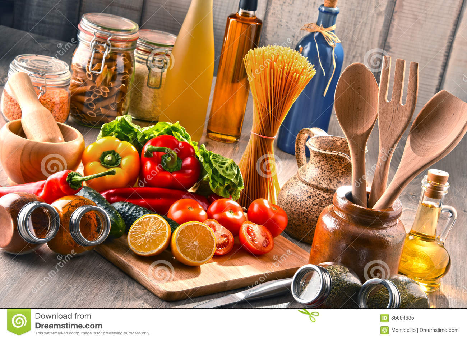 kitchen pantry ikea shelving 与被分类的食品和厨房器物的构成库存图片 图片包括有面条 烹调 养料 与被分类的食品和厨房器物的构成