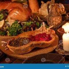 Kitchen Bistro Table Chair Pads For Chairs 中世纪古老厨房用桌用在皇家城堡的典型的食物库存图片 图片包括有过去 中世纪古老厨房用桌用在皇家城堡的典型的食物