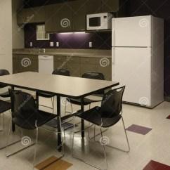 Kitchen Accent Table Utensil Set 中断咖啡馆雇员厨房办公室空间空间库存照片 图片包括有空间 内部 地毯 口音区中断咖啡馆椅子员工倒空通用内部厨房小厨房层压制品会议办公室人员塑料紫色空间空间表墙壁工作区