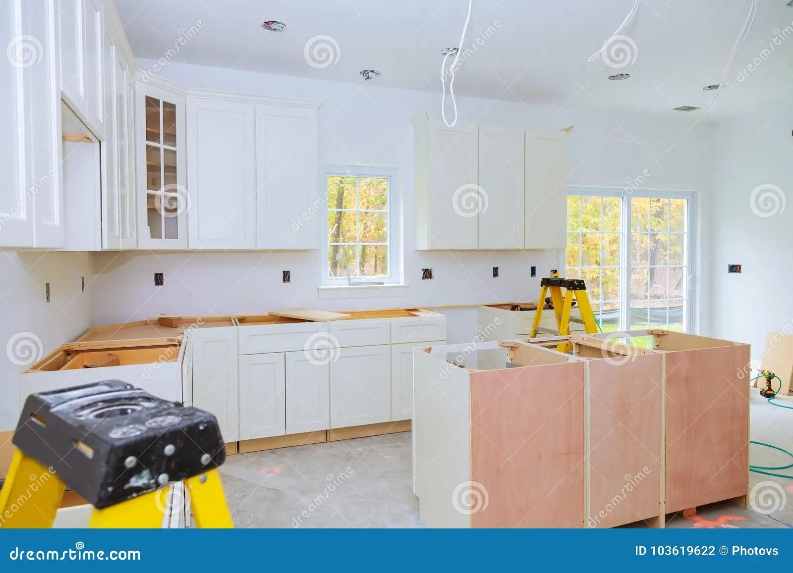base kitchen cabinets cabinet company 习惯厨柜以设施基地各种各样的阶段海岛的在中心库存照片 图片包括有家庭 习惯厨柜以设施基地各种各样的阶段海岛的在中心