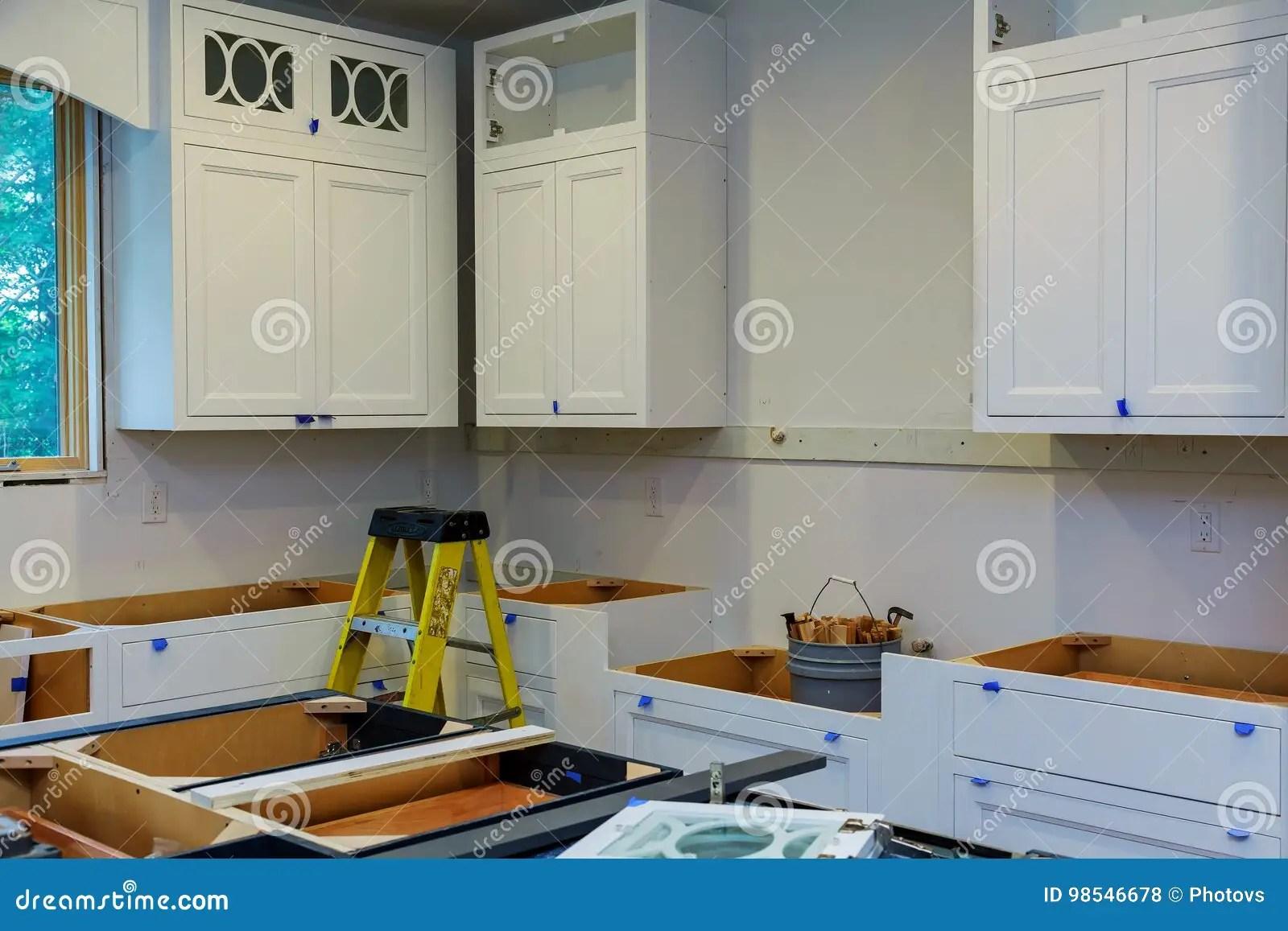 base kitchen cabinets black storage cabinet 习惯厨柜以设施基地各种各样的阶段海岛的在中心库存照片 图片包括有多种 习惯厨柜以设施基地各种各样的阶段海岛的在中心