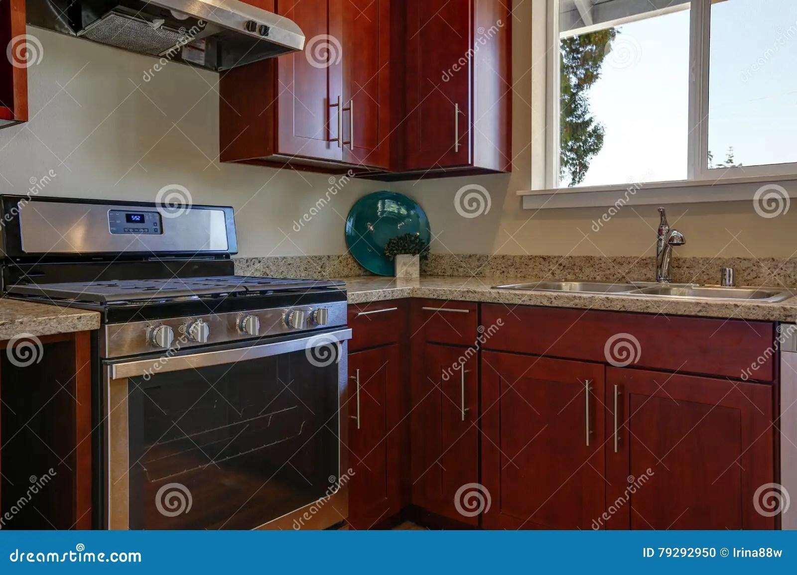renew kitchen cabinets faucet wall mount 伯根地有花岗岩桌面的厨柜看法库存照片 图片包括有庄园 更新 装备 伯根地有花岗岩桌面的厨柜看法
