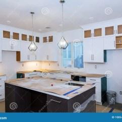 Kitchen Remodel Pictures Estimate For Cabinets 住所改善厨房改造worm X27 在新的厨房安装的s视图库存照片 图片包括有 在一个新的厨房安装的s视图