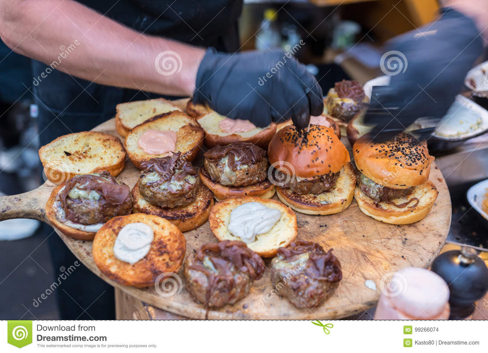 kitchen prep cart whirlpool appliance package 使牛肉汉堡的厨师室外在开放厨房国际食物节日事件库存照片 图片包括有 使牛肉汉堡的厨师室外在开放厨房国际食物节日事件街道食物准备服务在食物摊位