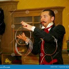 Kitchen Magician Ideas For Small Kitchens Galley 使用与火 由演员的表现魔术师魔术师罗马罗宋汤编辑类照片 图片包括有 一个美丽和轰烈的富人场面餐馆室内设计旅馆朱鹭 圣彼德堡 俄罗斯的家厨房由魔术师的表现罗马罗宋汤