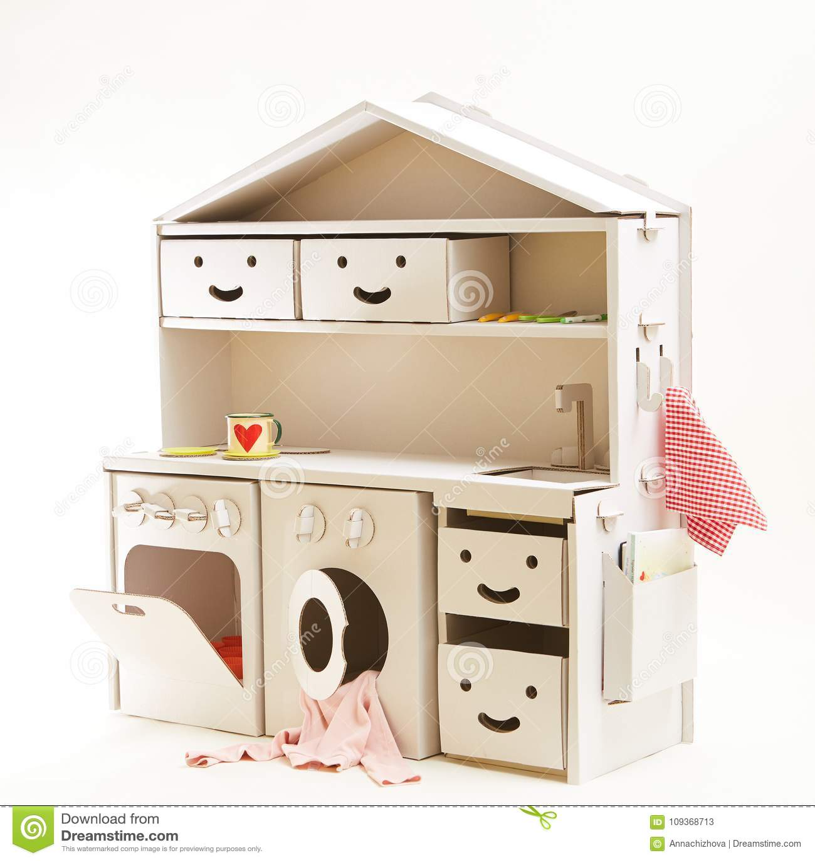 childrens toy kitchen building an outdoor 儿童纸板玩具厨房库存图片 图片包括有烹调 少许 逗人喜爱 厨师 房子 儿童纸板玩具厨房