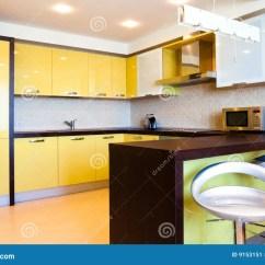 Kitchen Decor Yellow Outdoor Kitchens Pictures 内部厨房黄色库存图片 图片包括有椅子 烹调 微波 装饰 拱道 食物 内部厨房黄色