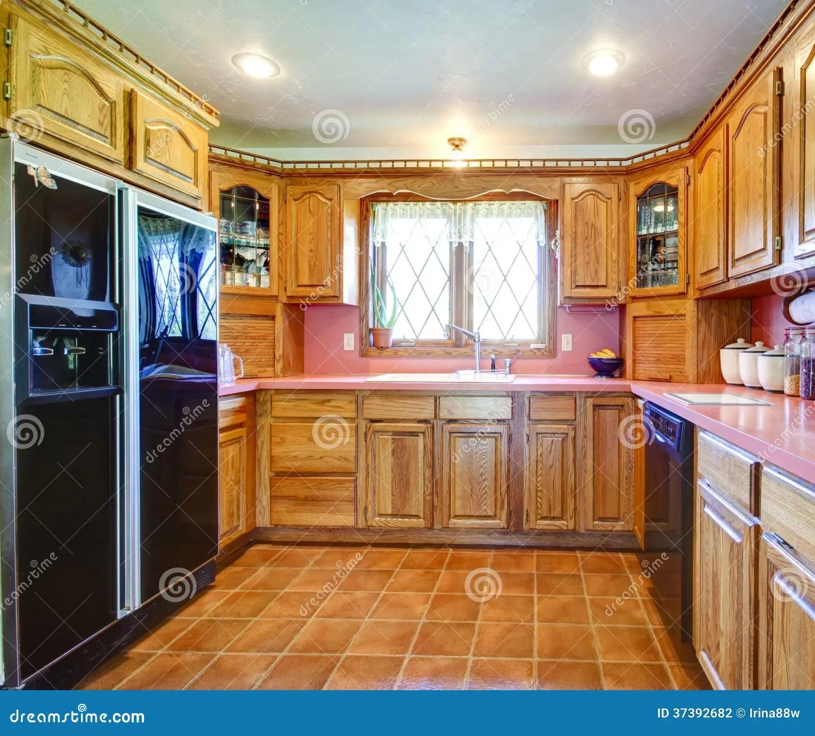 kitchen sink farmhouse appliance covers 农舍有木内阁和桃红色backsplash的厨房室库存照片 图片包括有样式 瓦片 农舍有木内阁和桃红色backsplash的厨房室