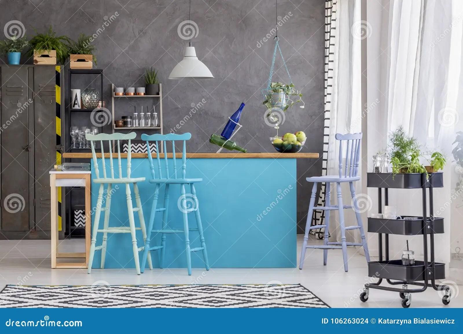 blue kitchen rugs high chairs 凳子和蓝色厨房库存照片 图片包括有具体 凳子 内部 空间 地毯 墙壁 凳子和蓝色厨房