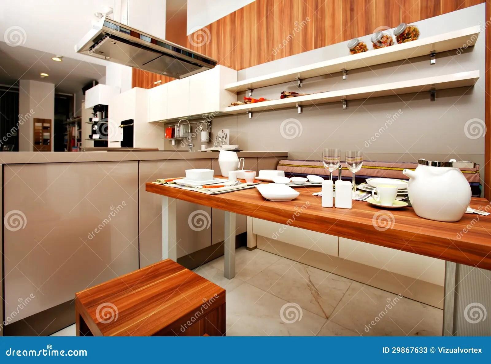 kitchen aid knives double sink 美丽的现代厨房库存图片 图片包括有巧妙 灌肠器 组织 刀叉餐具 现代 包含家具 装置和辅助部件的现代厨房设计