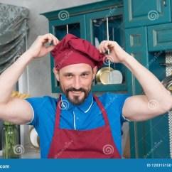 Kitchen Hats Storage Ideas 厨师和围裙画象帽子的在厨房的厨房制服的人库存照片 图片包括有友好 厨师和围裙画象帽子的在厨房的厨房制服的人