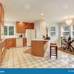 Kitchen Updates Ikea Backsplash 厨房与棕色内阁和饭厅的室内部库存照片 图片包括有不锈 装备 家具 厨房与棕色内阁和饭厅的室内部