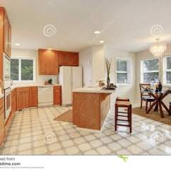 Kitchen Updates Light Fixtures Flush Mount 厨房与棕色内阁和饭厅的室内部库存照片 图片包括有不锈 装备 家具 厨房与棕色内阁和饭厅的室内部