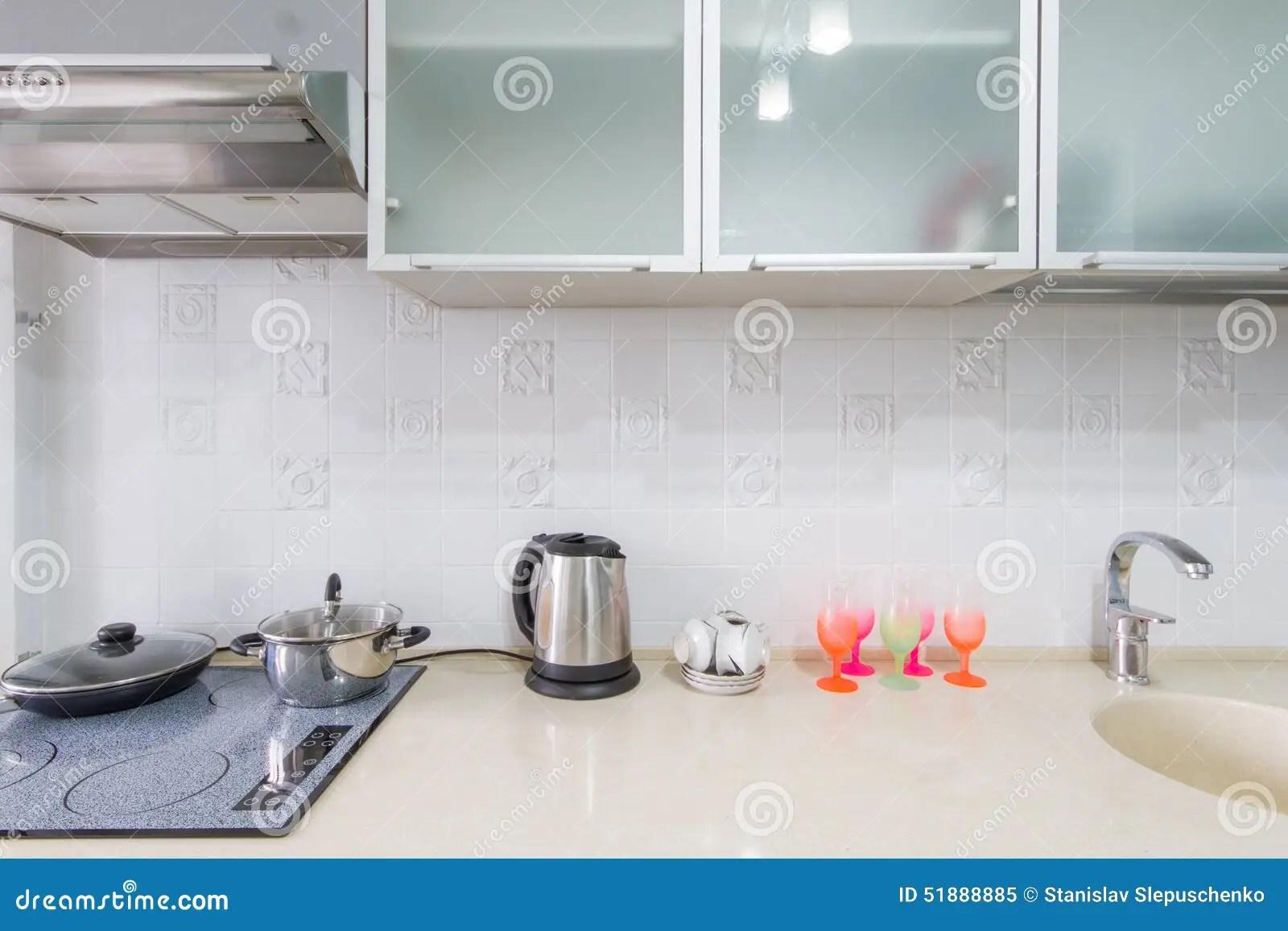 kitchen sink grates color ideas for 厨房内部特写镜头库存图片 图片包括有大理石 夹具 豪华 扁平烤盘 在框架的厨房内部特写镜头包含桌 水槽和煤气炉