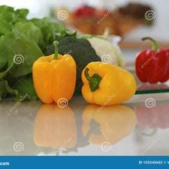 Kitchen Prep Table Cabinets Reviews 厨房内部许多菜和其他膳食在玻璃桌上准备好很快被烹调库存照片 图片包括 厨房内部许多菜和其他膳食在玻璃桌上准备好很快被