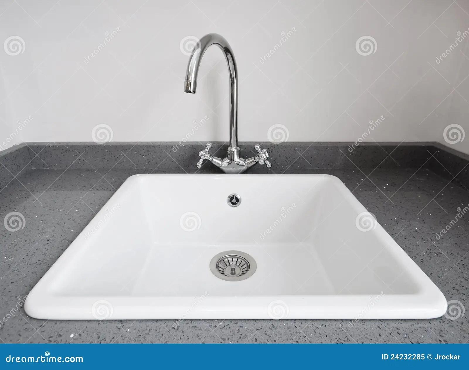 24 kitchen sink cabinet hardware placement 厨房减速火箭的水槽库存图片 图片包括有石头 减速火箭 形状 内部 厨房减速火箭的水槽