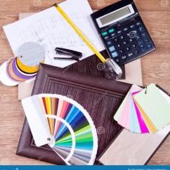 Kitchen Calculator Folding Table 厨房和家具制造的建筑材料设计库存图片 图片包括有拱道 外套 维修服务 建筑和建筑设计概念3d厨房项目的形象化建设中与木和塑料盘区 一个计算器和一个色板显示在模糊的图