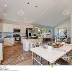 High Top Kitchen Table Set Campingaz 厨房和餐厅内部有高拱顶式顶棚的库存照片 图片包括有西北 内部 庄园 厨房和餐厅内部有高拱顶式顶棚的白色厨房细木家具和钢装置与典雅的设置的餐桌西北 美国