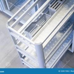 Kitchen Organizer Curved Island 厨房器物的组织者辅助部件咖啡门家具谷物把柄修造在设备库存图片 图片 厨房器物的组织者辅助部件咖啡门家具谷物把柄修造在设备