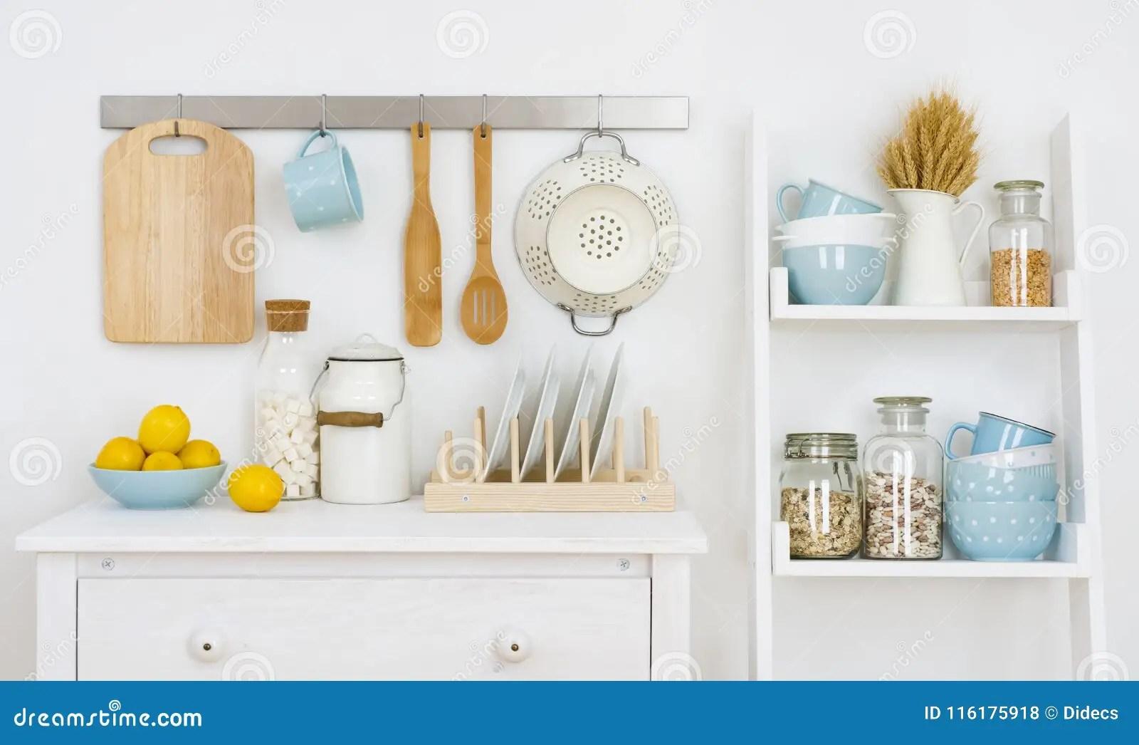 kitchen shelf decor inexpensive island 厨房墙壁装饰了与内阁的与器物的内部和架子库存照片 图片包括有牌照 厨房墙壁装饰了与内阁的与器物的内部和架子