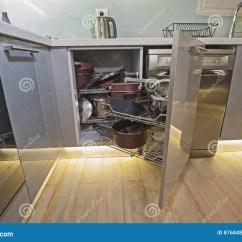 Corner Hutch Kitchen Table For 8 厨房室内设计角落碗柜细节库存照片 图片包括有摇摆 家具 把柄 取决于 厨房室内设计装饰显示壁角碗柜的特写镜头细节有摇摆的架子和平底深锅的豪华公寓的