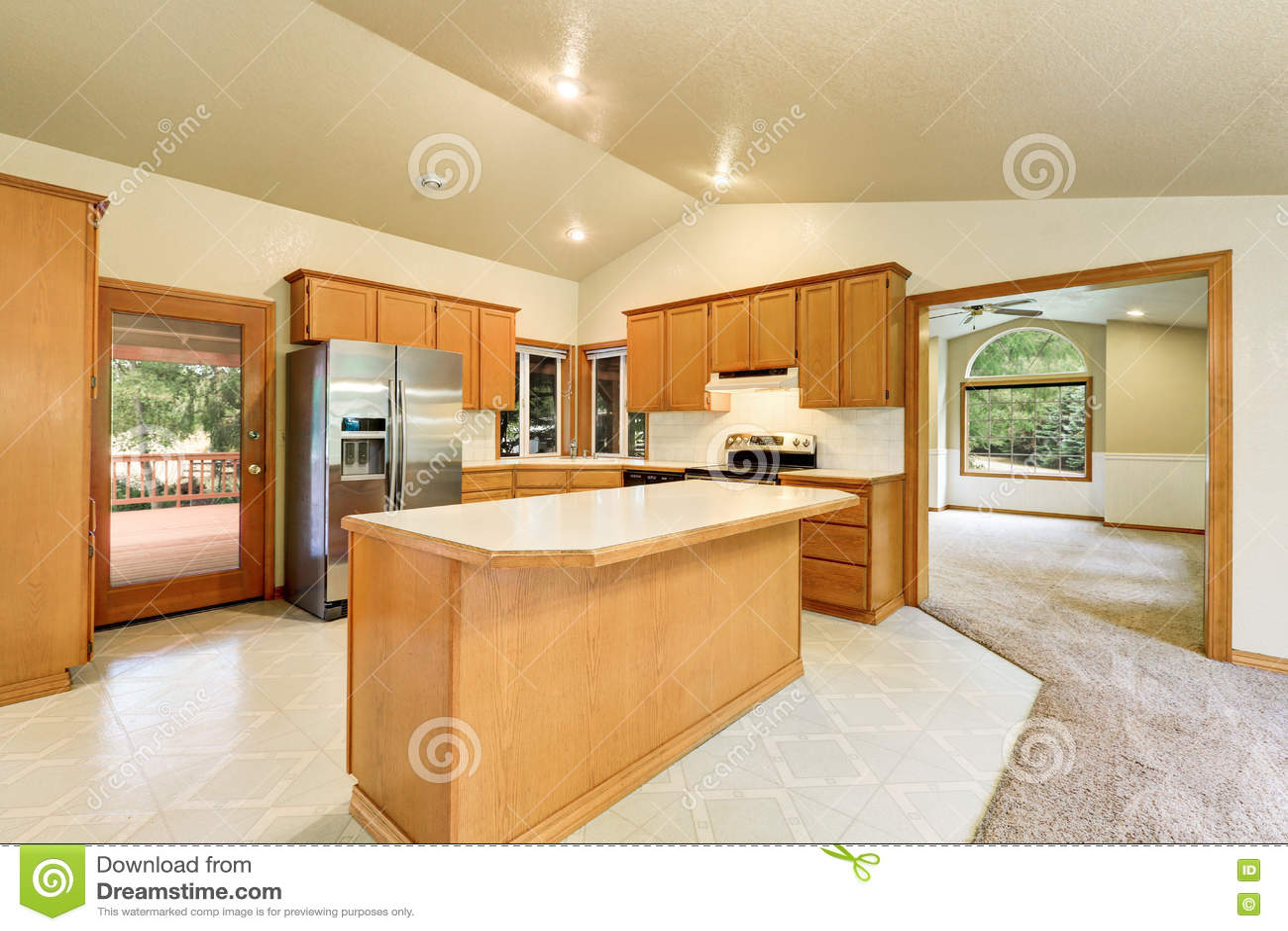 farm kitchen sink high table sets 厨房室内部在马大农场库存照片 图片包括有水槽 最高限额 西北 机柜 厨房室内部在有拱顶式顶棚的马大农场 木舱内甲板镶板了内阁和锦砖地板西北 美国