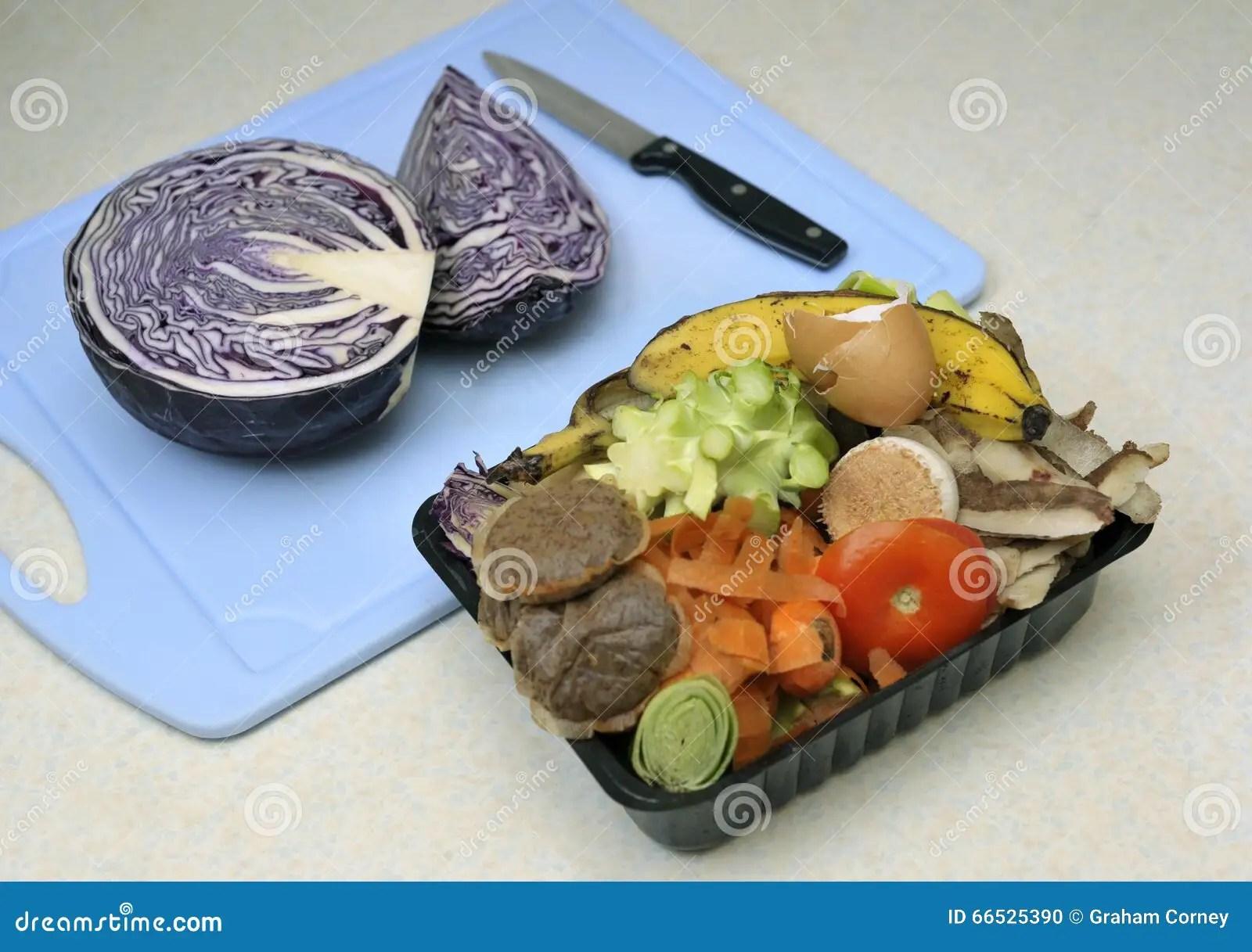 kitchen compost container countertops michigan 厨房废纸盒库存照片 图片包括有使用 堆肥 浪费 能承受 家庭 蔬菜 厨房未加工的食品废弃部 在准备的圆白菜旁边 在增加的一个被重复利用的容器收集了到家庭composter或天然肥料堆