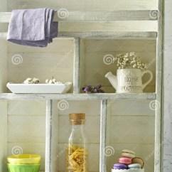 Kitchen Wood Cabinets Coffee Decoration For 厨房木白色碗柜库存图片 图片包括有立场 墙壁 并且 陶器 碗柜 与器物和食物的厨房木白色碗柜背景