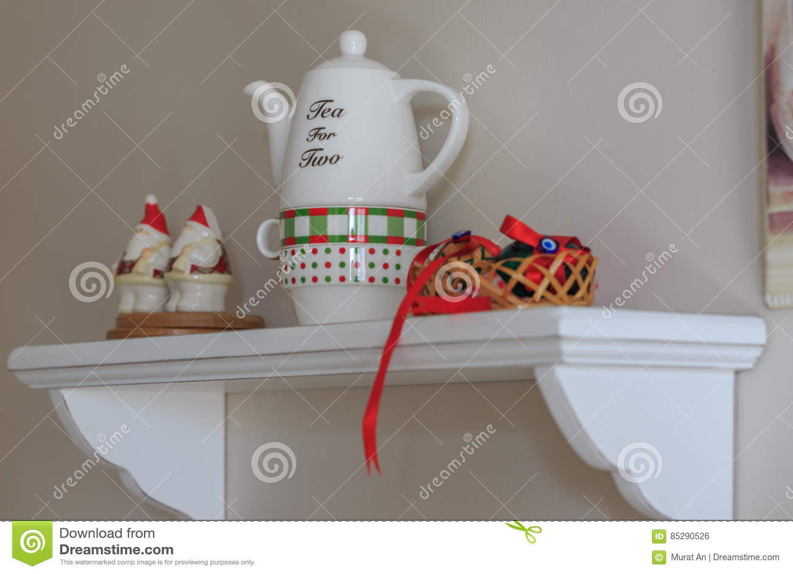 kitchen shelf decor ikea chairs 厨房架子装饰用鸡蛋和茶壶库存照片 图片包括有餐馆 国内 样式 方便 厨房架子装饰用鸡蛋和茶壶