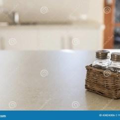 Kitchen Tabletops Building Island 厨房桌面和盐和胡椒罐库存照片 图片包括有居住 厨房 房子 想法 背包 厨房桌面和盐和胡椒罐