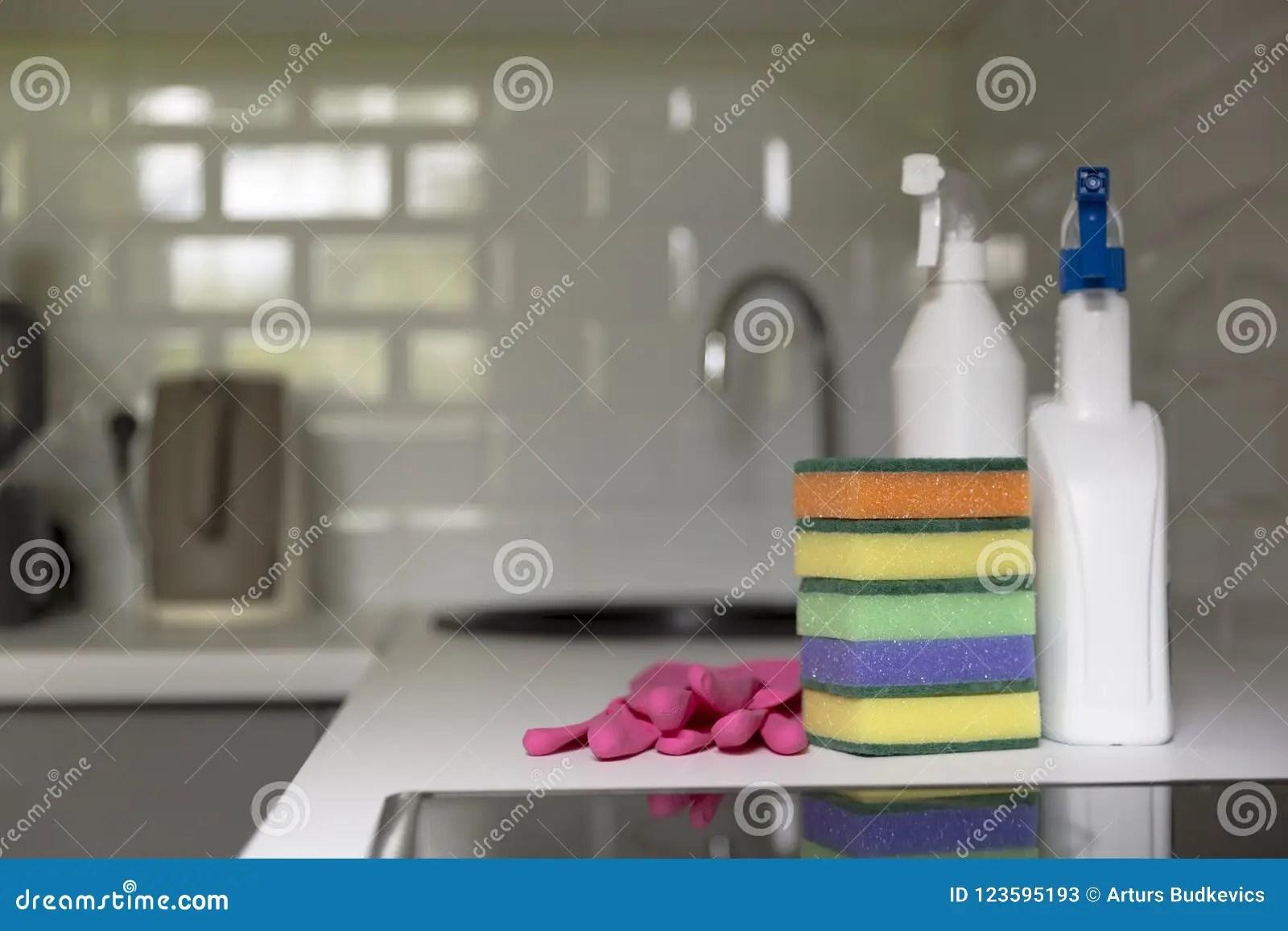 kitchen cleaning remodel cincinnati 厨房清洁工具家庭设备 大扫除 钛库存图片 图片包括有清洁 项目 手套 整理 清洗的服务概念