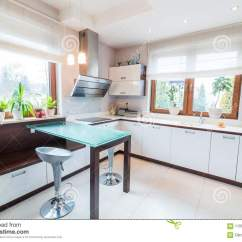 Kitchen Glass Table Painting Cabinets 厨房现代白色库存照片 图片包括有样式 工作室 家庭 内部 玻璃 任何 有玻璃桌和窗口的白色现代厨房