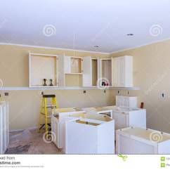 Renew Kitchen Cabinets Unassembled 厨房的设施安装厨柜室内设计建筑厨房库存照片 图片包括有更新 混乱 拱 厨房的设施安装厨柜室内设计建筑厨房