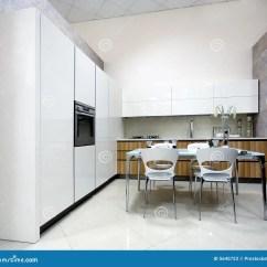 Kitchen Showrooms Small Islands On Wheels 厨房豪华陈列室库存图片 图片包括有生活 存储 陈列室 厨房 设计 厨房豪华陈列室