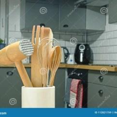 Kitchen Aid Parts Hanging Light 厨房辅助部件在灰色厨房里库存图片 图片包括有厨房 收集 锤子 用餐 厨房器物辅助部件的分类在灰色厨房里