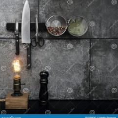 Kitchen Aid Parts Ikea Cabinets Cost Estimate 厨房辅助部件在黑石墙登上了库存照片 图片包括有木头 香料 会议室 厨房辅助部件在黑石墙和木减速火箭的灯 室内设计登上了